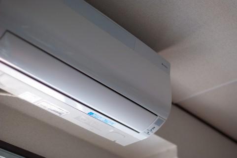 【冷房節約方法】つけっぱなしの方が電気代が節約できる理由と3つの工夫