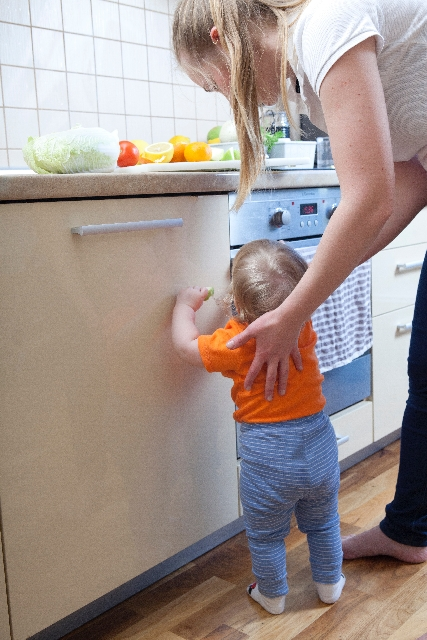 【赤ちゃんのキッチンの事故対策】キッチンの危険を予防する7つの工夫
