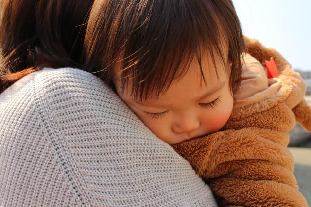 【抱っこ癖の治し方】今日からできる抱っこを回避する5つの対処法と考え方