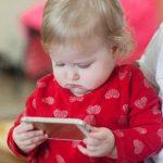 【スマホ育児問題】どの程度育児に利用すべき?赤ちゃんに影響が出る4つの症状