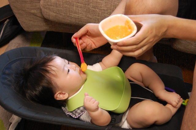 【離乳食の与え方】離乳食の食べさせ方で多い5つの悩みを解決できる方法