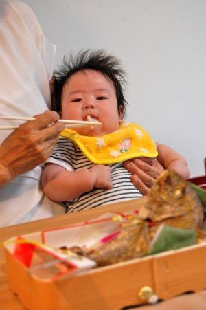 【お食い初めする?】地域・家で全く違うお食い初めと「一升餅」の使い方