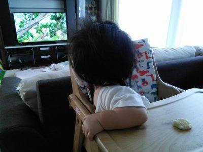 【赤ちゃんのテレビ】発達に影響しないようにテレビを見る7つの方法