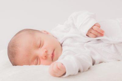 【赤ちゃんの筋性斜頸】家でも確認できる方法と筋性斜頸の3つの対処法
