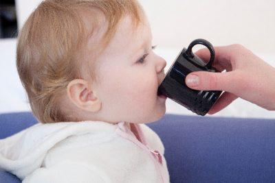 【赤ちゃんのしゃっくりが止まら ない】原因としゃっくりを止める4つの方法