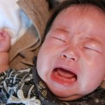 【生後3か月で人見知り?】赤ちゃんが人見知りする3つの意味と変化していく過程