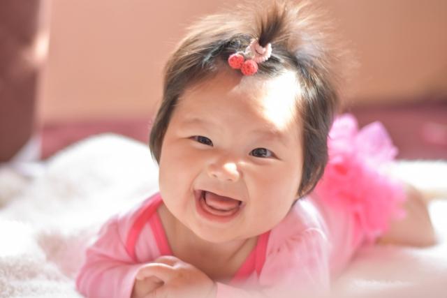【赤ちゃんの髪の毛が逆立つ】逆立つ原因と落ち着かせる3つの対処方法